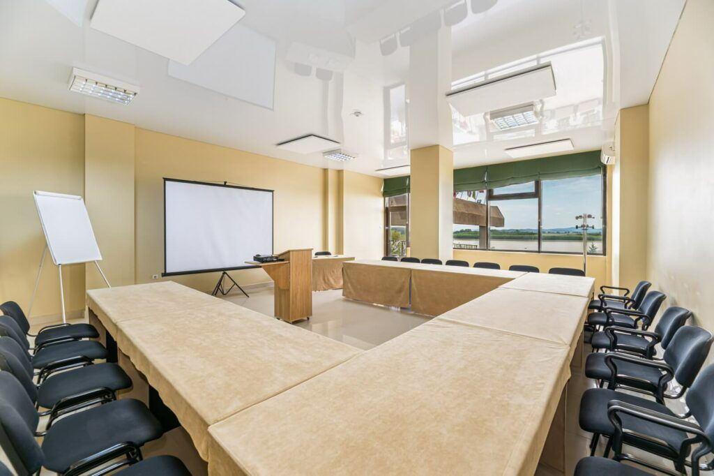 riviera conference room 02