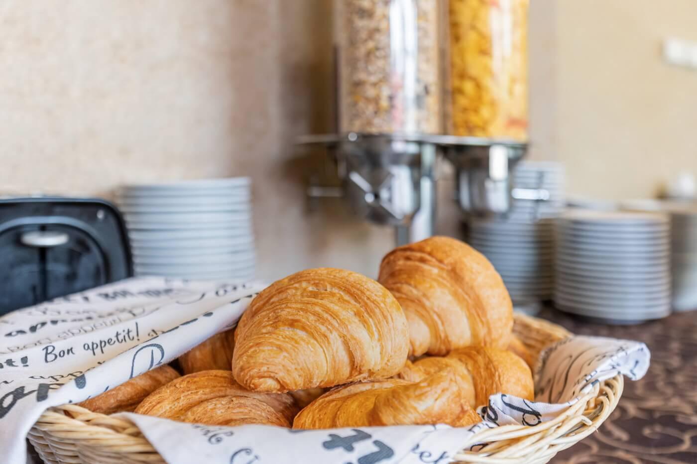mic dejun dunare 10