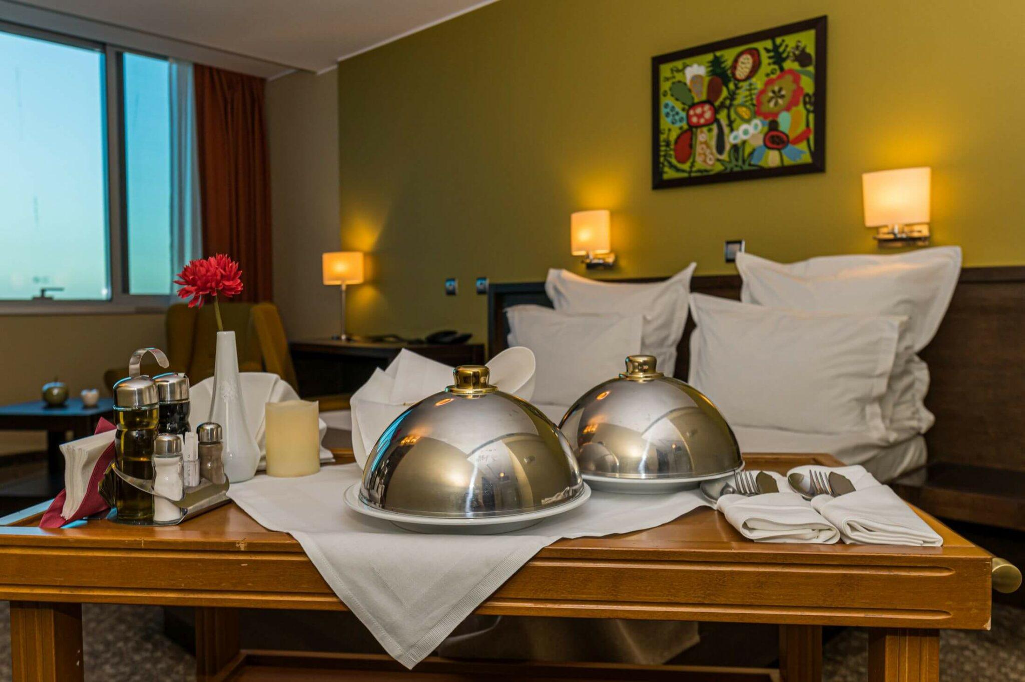 room service 03